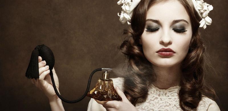 ۵ عطر که هر زن فرانسوی حداقل یکبار در زندگی خود استفاده کرده است