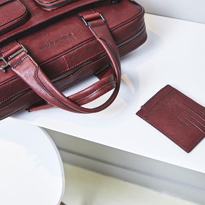 کیف چرمی پیکوادرو به رنگ قرمز؛