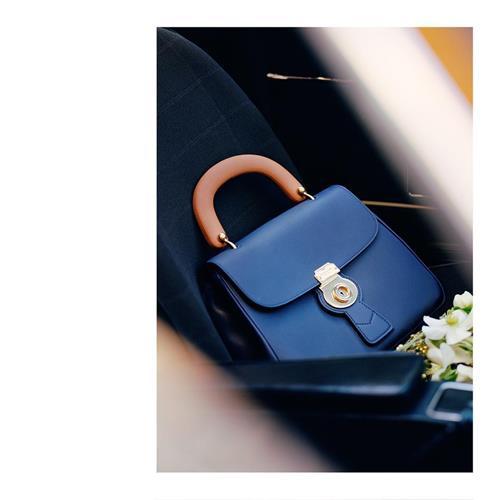 Gift the medium DK88 Top Handl