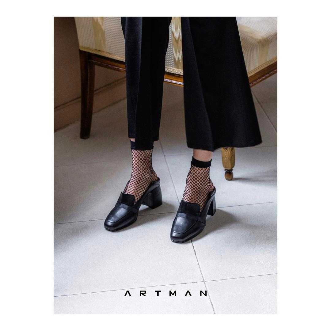 Eliza, new slip on heels are available at www.artman.world (link in bio) and stores. You can wear it like mule or pump.