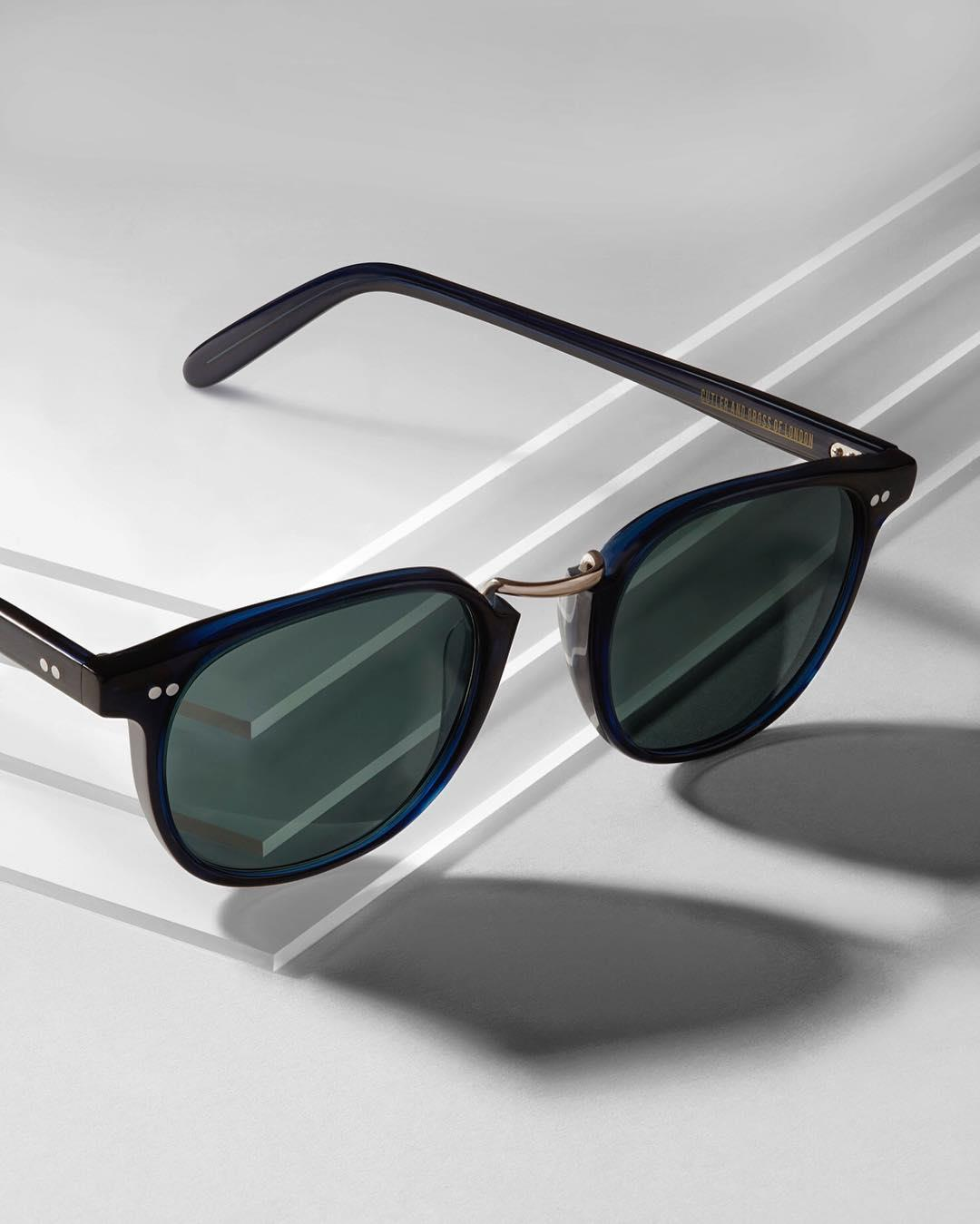 Classic navy. The best selling iconic frame 1007 features a metal bridge and vintage styling.