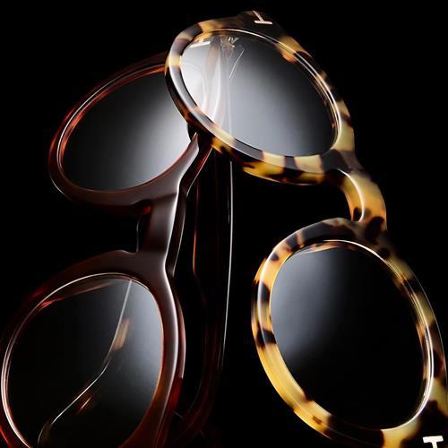 Timeless eyewear with signatur