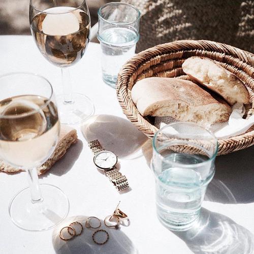 Wine, friends and sunshine - n