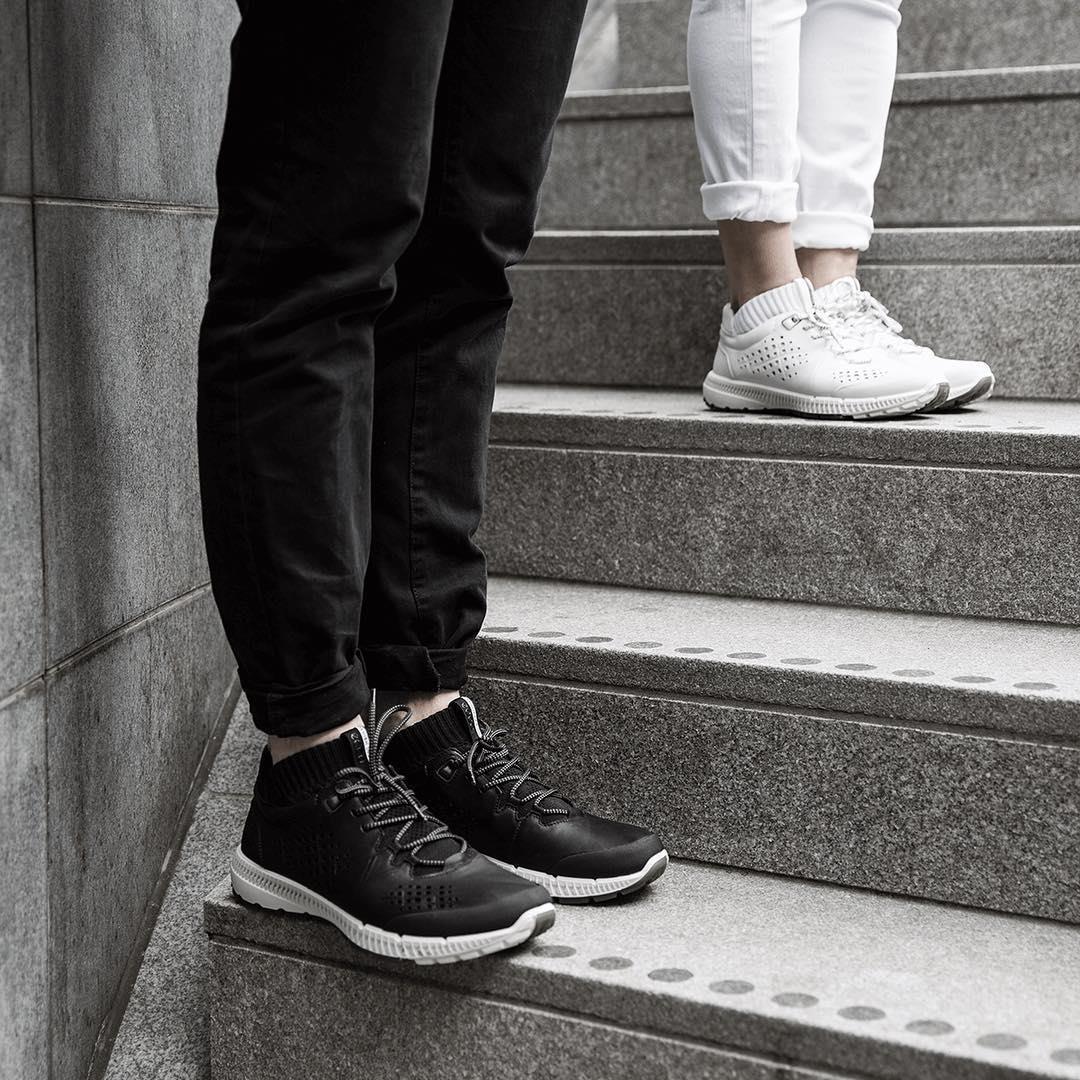 Futuristic lines in black & wh