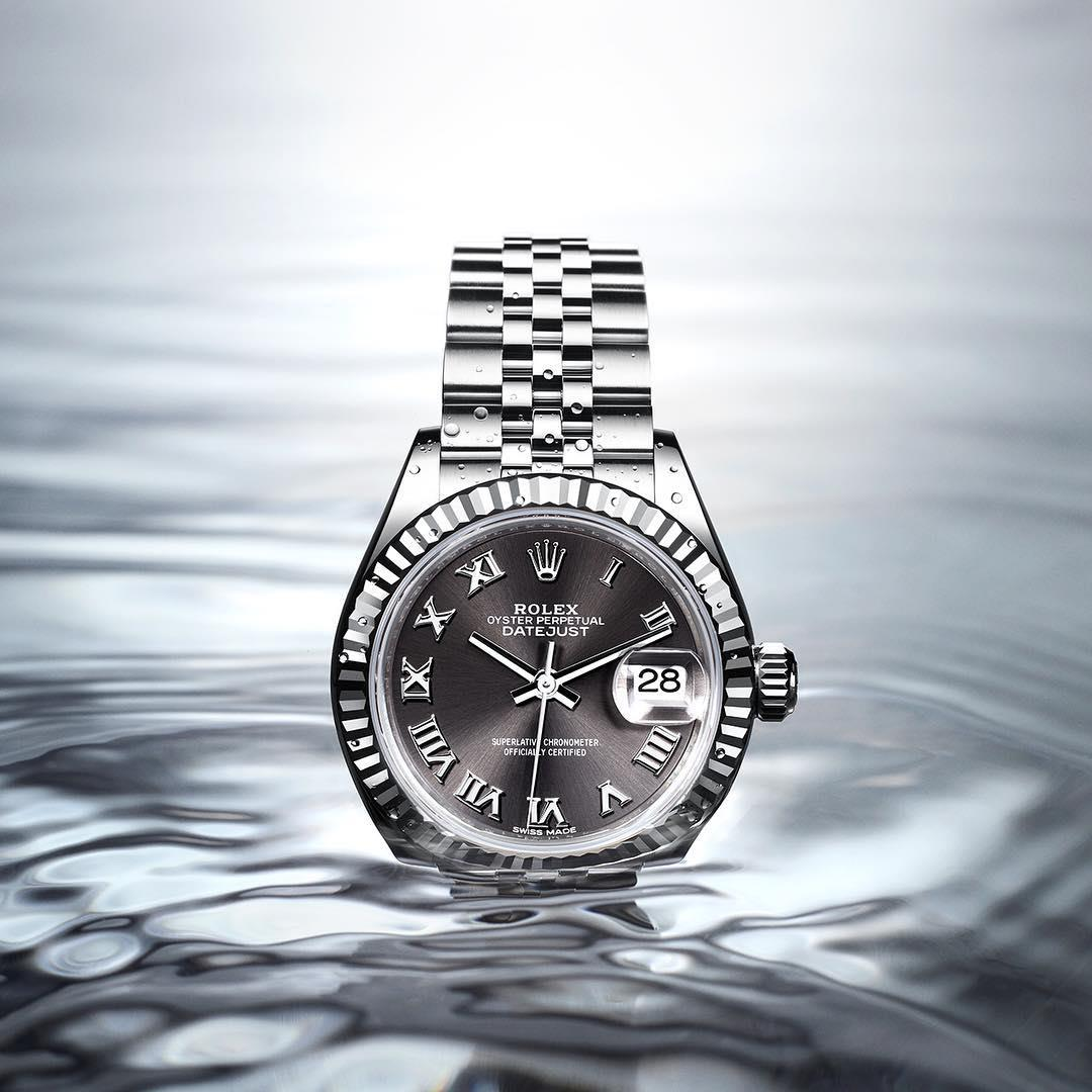 The Oyster Perpetual Lady-Datejust 28 is an heir to the original Rolex Oyster, the first waterproof wristwatch in the world. The Oyster was created in 1926 to keep the high-precision mechanical movement safely and hermetically protected from the elements.