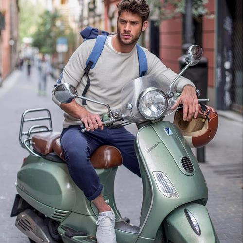 Back at work! 🛵☀️ @jose_lamun