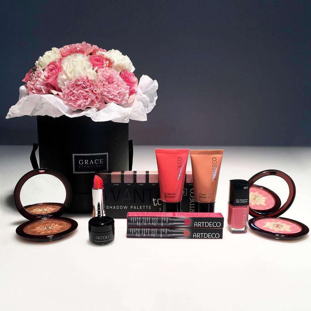 🌷 RAFFLE 🌷 Looking for the perfect Mother's Day present? Win a beautiful set for you & your mom 🎁 Just follow @artdeco_cosmetics & tag 2 friends!