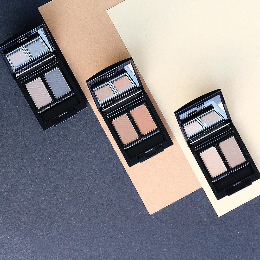 Combine two different eyebrow powders to create the perfect shade for your brows. Thanks to the magnetic system of our Bauty Box Duo