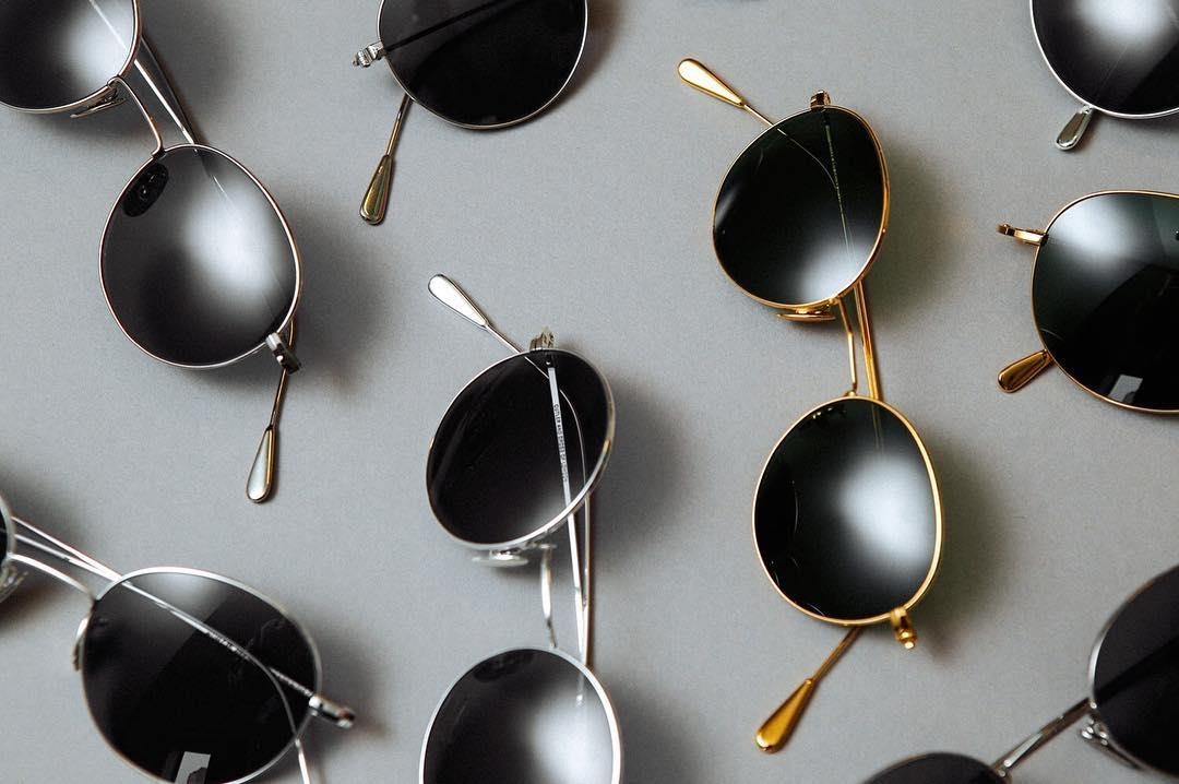Discover the collection of timeless #roundsunglasses. #iconicstyle #statementshades #summerstyle #regram