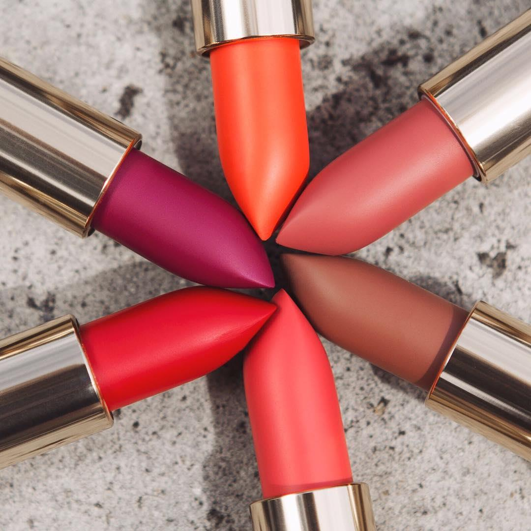 💄Lipstick Hug everyone💄 featuring our Color Riche Matte babies in 241- Pink à porter ✔640- Erotique✔463- Plum Tuxedo✔ 227- Hype✔ 634- Greige Perfecto ✔ 346- Scarlet Silhouette 💋💋💋💋 #lorealparis #mattelipstick #colorriche #acolorstory #fromabove #instamakeup #lipsaddict