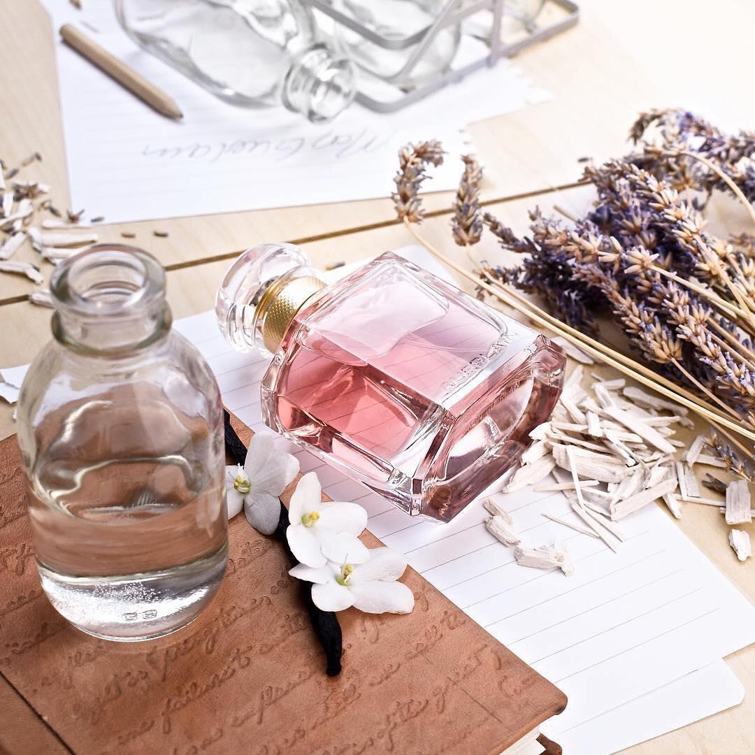 #Regram our #GuerlainLover @complexionsbeautyblog! #MonGuerlain enchanted her with its sensual and fresh notes, did you fall for our new feminine #fragrance too? 💗