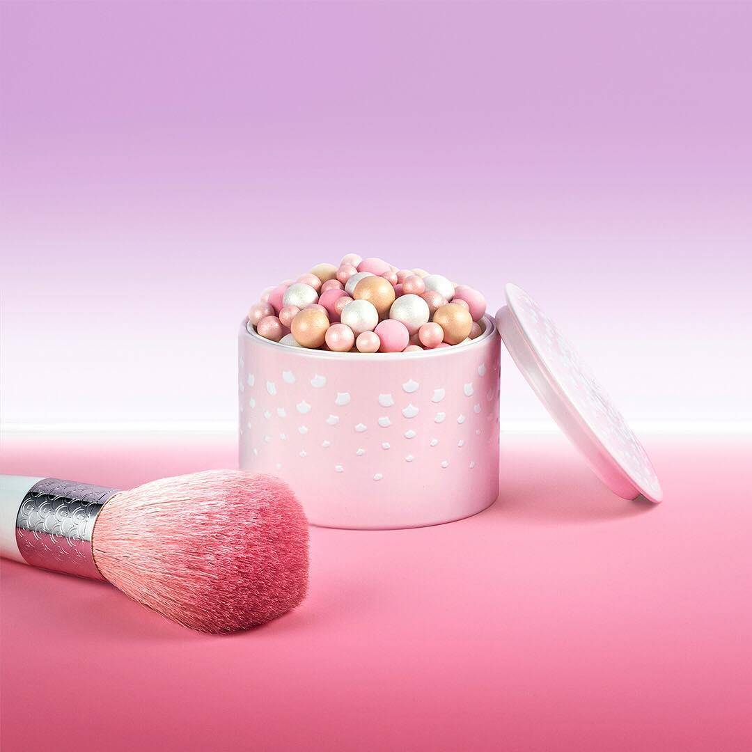 Add that extra #Guerlain je-ne-sais-quoi to your #MOTD and shine all the way through to Monday with #Météorites Birthday Candle Pearls. ✨🌈