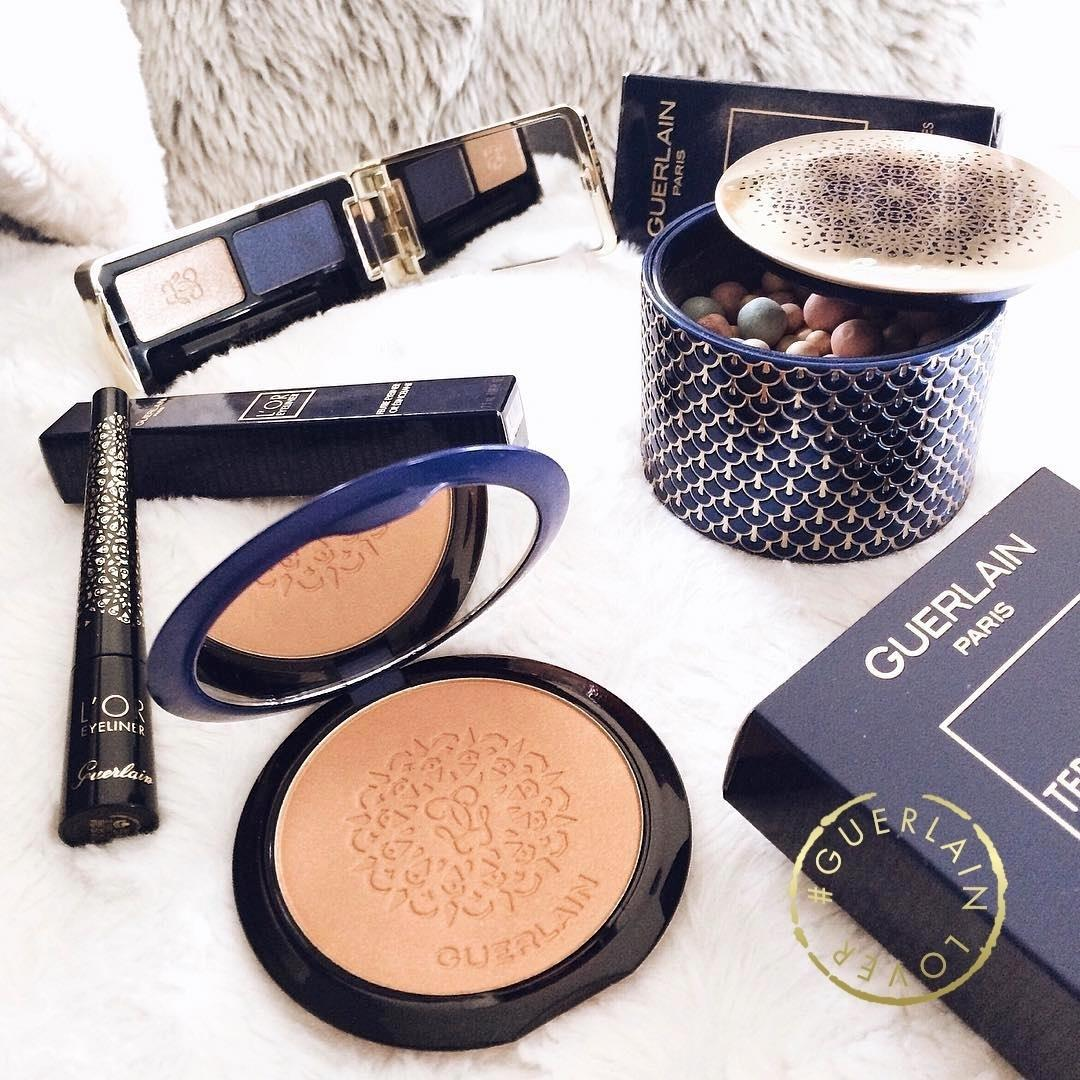 #Regram our #GuerlainLover @sweet_celiine, she knows how to stay radiant these last days of 2016 with the #XmasCollection. Stay warm and don't forget that iridescent bronzing powder to #highlight & illuminate your complexion! #MakeUp