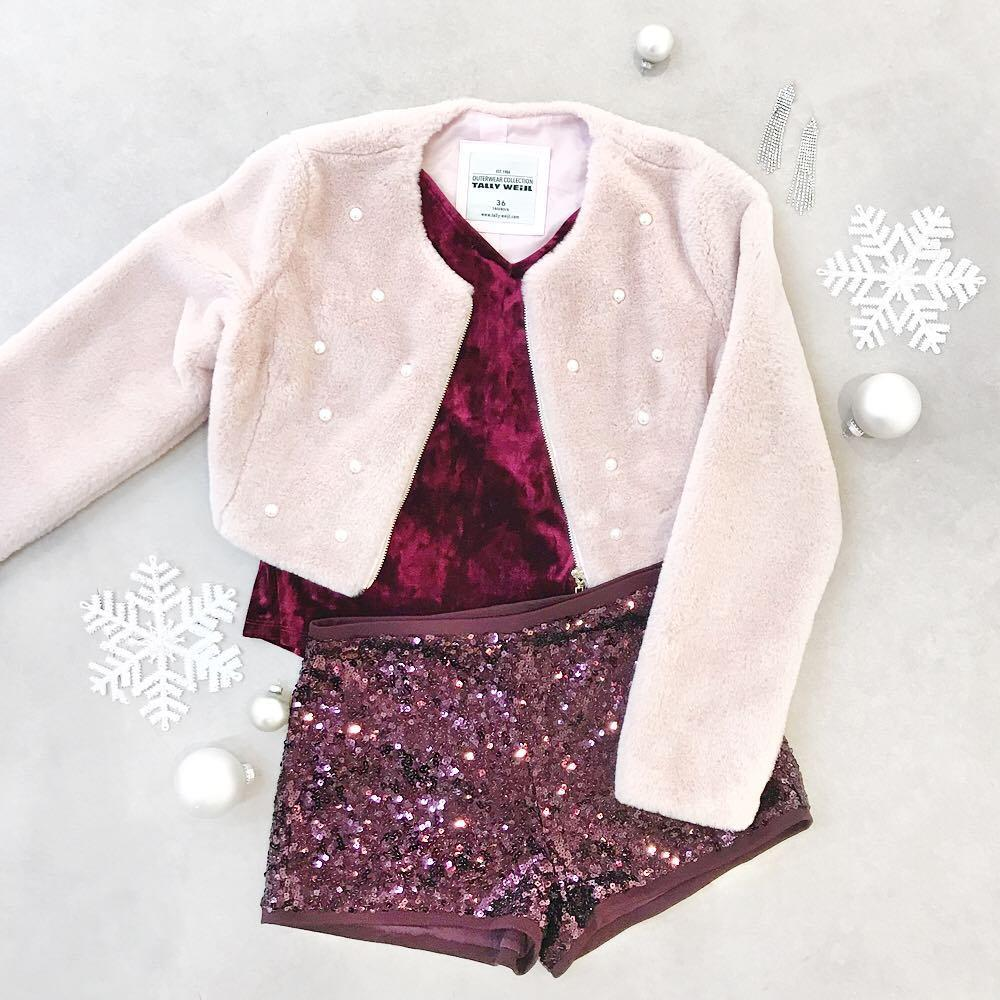 Never enough sequins! Get this