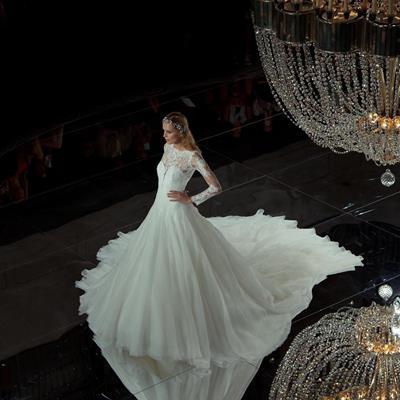 لباس عروس، پرونوویاس Talk abo