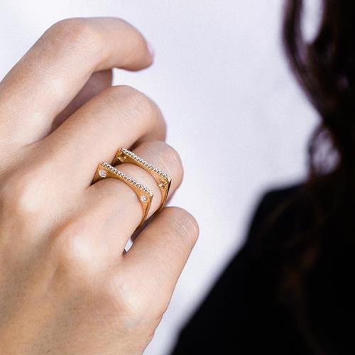 Distinctive in gold & diamonds