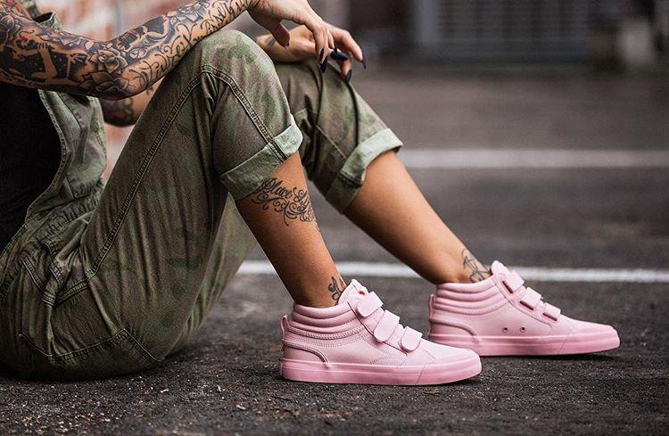 کفش دخترانه DC shoes A pink t