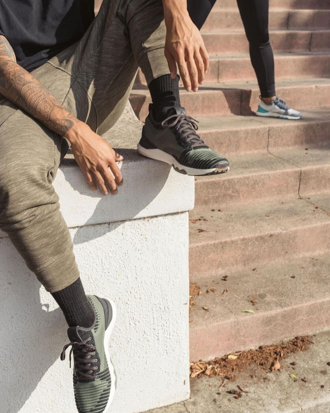 کفش ورزشی ریبوک ترکیبی از یکی