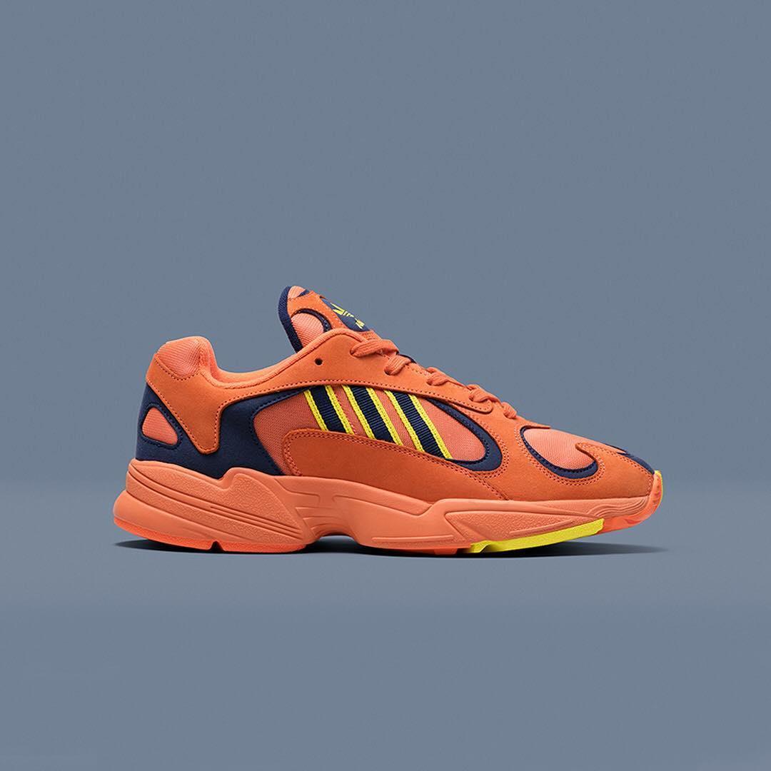 کفش ورزشی آدیداس #YUNG1