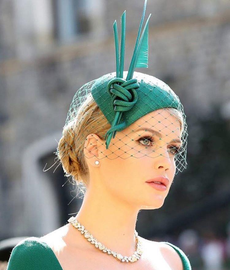 کلاه، یکی از ملزومات پوشش زنان