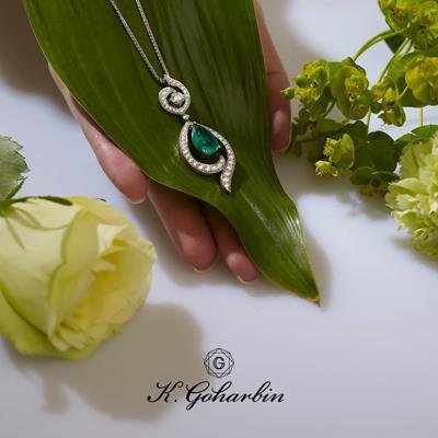 An enchanting #emerald and #di