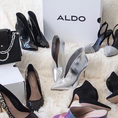 کفشهای زیبا بپوش و به پاهات