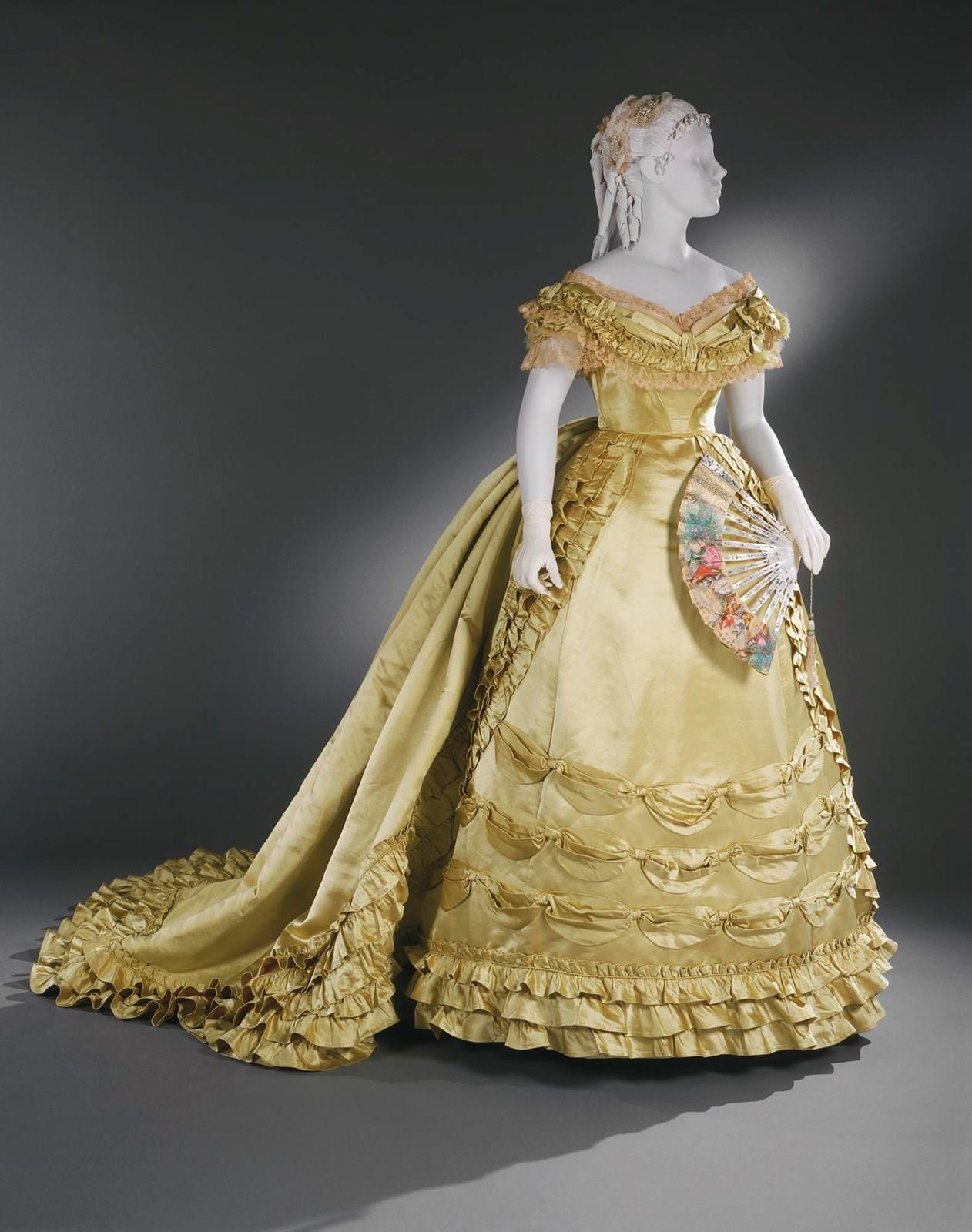 نگاهی گذرا به آغاز صنعت مد و طراحی لباس
