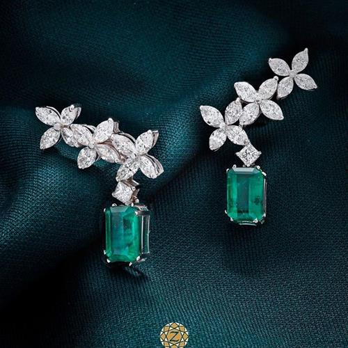 a pair of #emerald #earrings c