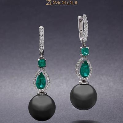 a pair of black #pearl #earrin