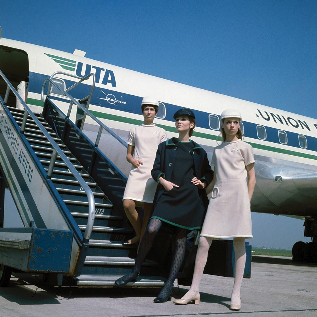 طراحی لباس مهمانداران هواپیما uta توسط پیر کاردین