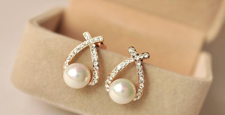 [تصویر:  2018-8-11-16-39-earrings-for-girls-and-women.jpg]
